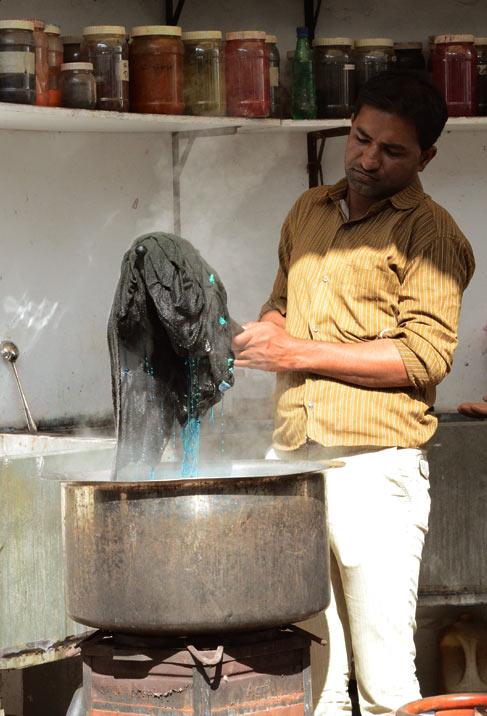 Kutch Bandhani craft dyeing process